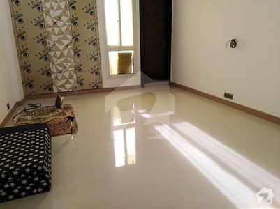 خلیق الزماں روڈ کراچی میں 3 کمروں کا 9 مرلہ فلیٹ 85 ہزار میں کرایہ پر دستیاب ہے۔
