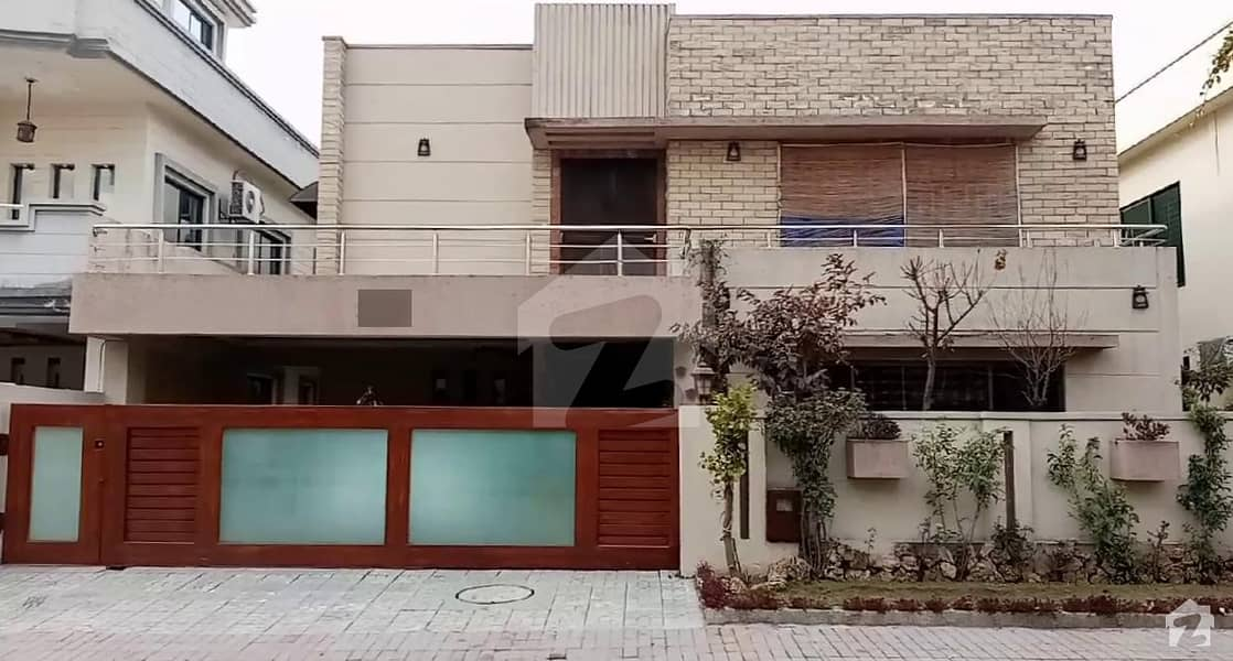1 Kanal Luxury House Is Available For Sale