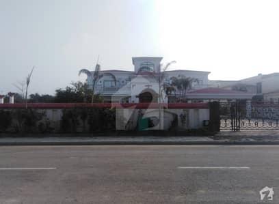 بحریہ ٹاؤن کینال ویو ریزیڈنسی بحریہ ٹاؤن سیکٹر A بحریہ ٹاؤن لاہور میں 6 کمروں کا 4 کنال مکان 14 کروڑ میں برائے فروخت۔