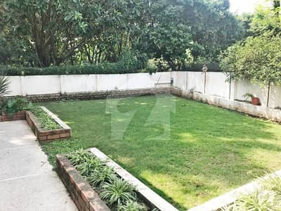 ای ۔ 7 اسلام آباد میں 3 کمروں کا 1.6 کنال مکان 18 کروڑ میں برائے فروخت۔