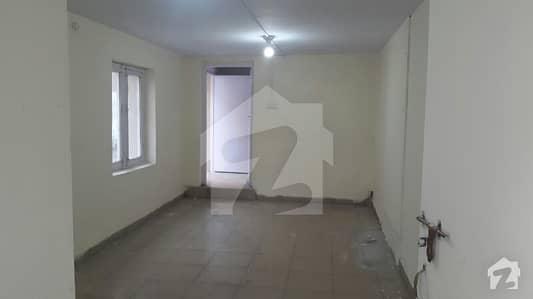 یونیورسٹی ٹاؤن پشاور میں 7 کمروں کا 1 کنال مکان 1.8 لاکھ میں کرایہ پر دستیاب ہے۔