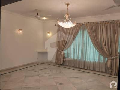 ایف ۔ 10 اسلام آباد میں 5 کمروں کا 1 کنال مکان 2.5 لاکھ میں کرایہ پر دستیاب ہے۔