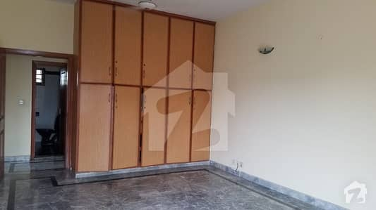 10 MARLA CONER HOUSE 4 BED ROOM TV DING ROOM DOUBEL UNIAT HOUSE