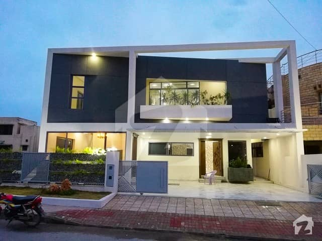بحریہ ٹاؤن فیز 3 بحریہ ٹاؤن راولپنڈی راولپنڈی میں 7 کمروں کا 1 کنال مکان 3.9 کروڑ میں برائے فروخت۔