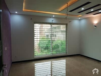 طارق گارڈنز لاہور میں 6 کمروں کا 10 مرلہ مکان 85 ہزار میں کرایہ پر دستیاب ہے۔