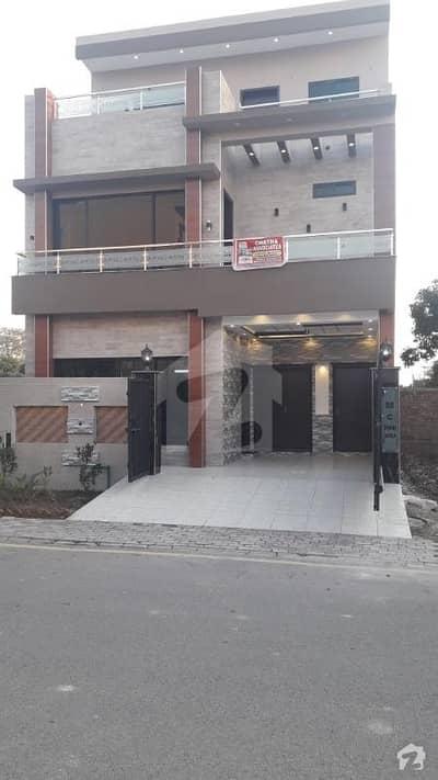 ڈریم گارڈنز فیز 1 ڈریم گارڈنز ڈیفینس روڈ لاہور میں 5 کمروں کا 5 مرلہ مکان 1.35 کروڑ میں برائے فروخت۔
