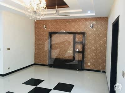 بحریہ ٹاؤن جینیپر بلاک بحریہ ٹاؤن سیکٹر سی بحریہ ٹاؤن لاہور میں 5 کمروں کا 10 مرلہ مکان 65 ہزار میں کرایہ پر دستیاب ہے۔