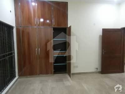 پی جی ای سی ایچ ایس فیز 1 پنجاب گورنمنٹ ایمپلائیز سوسائٹی لاہور میں 5 کمروں کا 10 مرلہ مکان 2 کروڑ میں برائے فروخت۔
