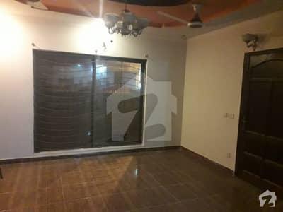 ریونیو سوسائٹی - بلاک اے ریوینیو سوسائٹی لاہور میں 2 کمروں کا 10 مرلہ زیریں پورشن 36 ہزار میں کرایہ پر دستیاب ہے۔
