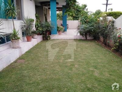 بحریہ ٹاؤن فیز 1 بحریہ ٹاؤن راولپنڈی راولپنڈی میں 9 کمروں کا 1.1 کنال مکان 3.5 کروڑ میں برائے فروخت۔