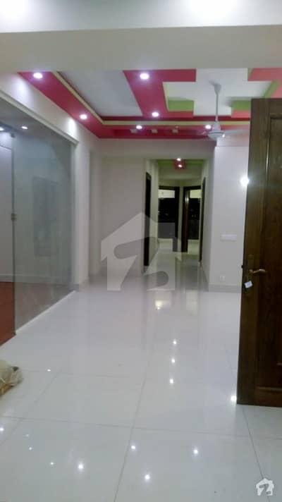 کلفٹن ۔ بلاک 5 کلفٹن کراچی میں 3 کمروں کا 7 مرلہ فلیٹ 2 کروڑ میں برائے فروخت۔