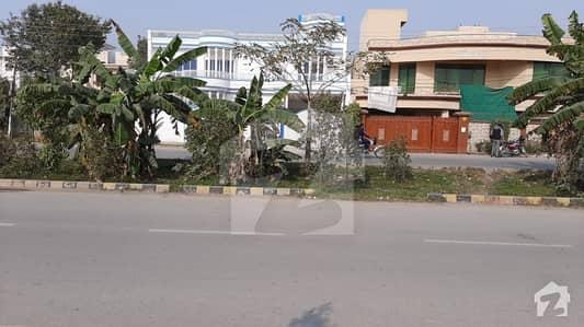 جوہر ٹاؤن فیز 1 - بلاک ای جوہر ٹاؤن فیز 1 جوہر ٹاؤن لاہور میں 1 کنال رہائشی پلاٹ 3.4 کروڑ میں برائے فروخت۔