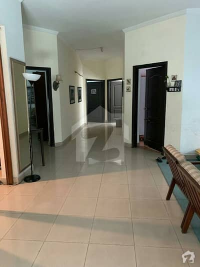 1 kanal 3 bed rooms fully furnished ground floor for rent