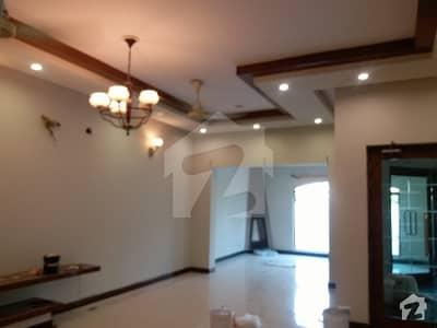 پنجاب کوآپریٹو ہاؤسنگ سوسائٹی لاہور میں 4 کمروں کا 10 مرلہ مکان 65 ہزار میں کرایہ پر دستیاب ہے۔