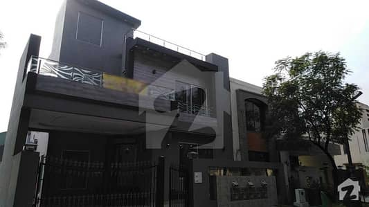 9.5 Marla Brand New House With Basement For Sale In Sukh Chayn Garden Lahore