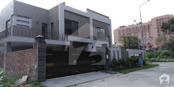 1 Kanal Luxurious Brand New Home Cantt Lahore