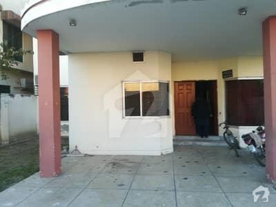آئی ای پی انجینئرز ٹاؤن - سیکٹر بی آئی ای پی انجینئرز ٹاؤن لاہور میں 8 کمروں کا 1 کنال مکان 2.25 کروڑ میں برائے فروخت۔