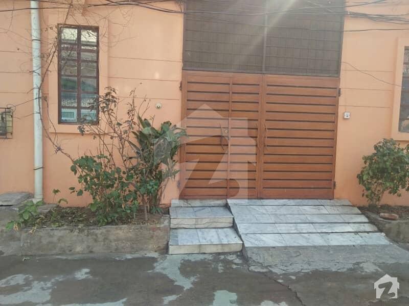 مُعیز ٹاؤن ہربنس پورہ لاہور میں 4 کمروں کا 6 مرلہ مکان 90 لاکھ میں برائے فروخت۔
