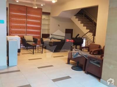کلفٹن ۔ بلاک 5 کلفٹن کراچی میں 3 کمروں کا 7 مرلہ فلیٹ 2.5 کروڑ میں برائے فروخت۔