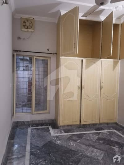 NADRABAD 5MARLA LOWERPORTION WITH SEPERATE GATE FOR RENT