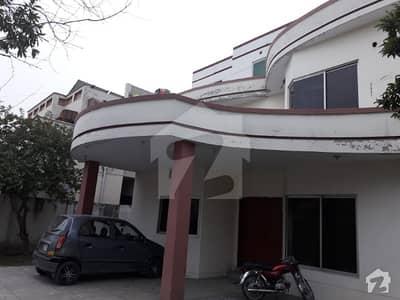 آئی ای پی انجینئرز ٹاؤن - سیکٹر بی آئی ای پی انجینئرز ٹاؤن لاہور میں 5 کمروں کا 1 کنال مکان 2.5 کروڑ میں برائے فروخت۔