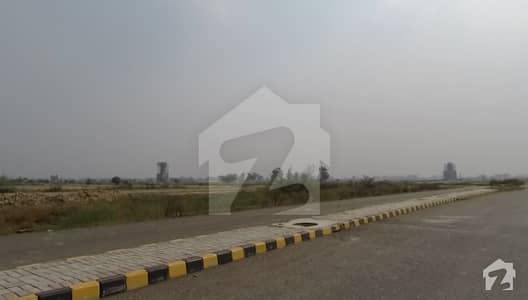 Plot No K142 Corner Green Belt 10m Plot For Sale Main Ki Back