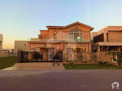 ONE KANAL CLASSIC HOUSE WITH BASEMENT FOR SALE AT REASONABLE DEMAND AT 70 FT ROAD IN DHA LAHORE