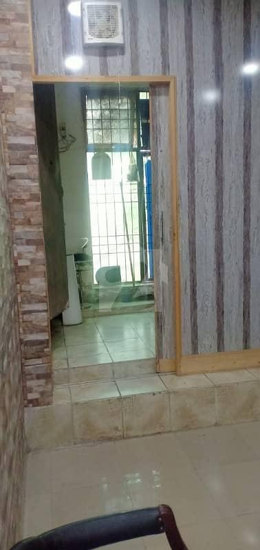ماڈل ٹاؤن ۔ بلاک ای ماڈل ٹاؤن لاہور میں 1 کمرے کا 9 مرلہ کمرہ 16 ہزار میں کرایہ پر دستیاب ہے۔