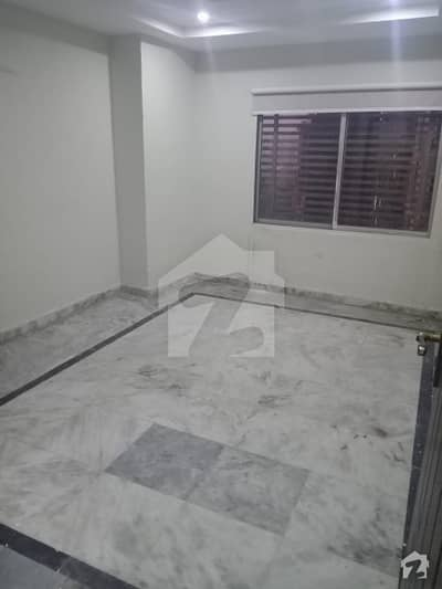 2 Bedrooms Corner Flat In Square Commercial
