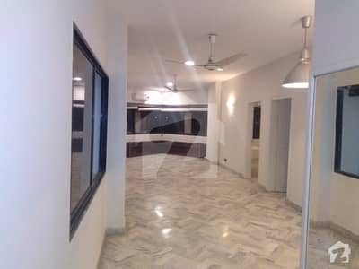 کلفٹن ۔ بلاک 2 کلفٹن کراچی میں 3 کمروں کا 8 مرلہ پینٹ ہاؤس 1 لاکھ میں کرایہ پر دستیاب ہے۔