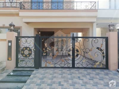 10 Marla Brand New Luxury House Is Available For Sale