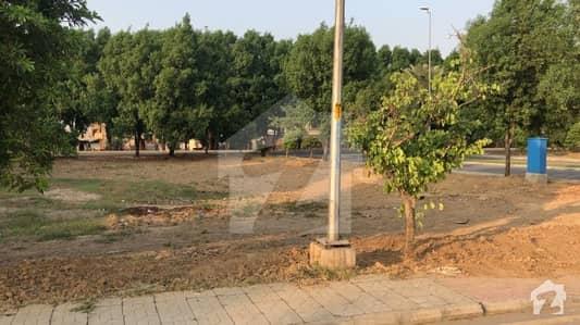 بحریہ ٹاؤن رفیع بلاک بحریہ ٹاؤن سیکٹر ای بحریہ ٹاؤن لاہور میں 10 مرلہ رہائشی پلاٹ 65 لاکھ میں برائے فروخت۔