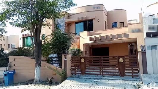 بحریہ ٹاؤن ۔ سفاری ولاز بحریہ ٹاؤن راولپنڈی راولپنڈی میں 4 کمروں کا 12 مرلہ مکان 2.5 کروڑ میں برائے فروخت۔