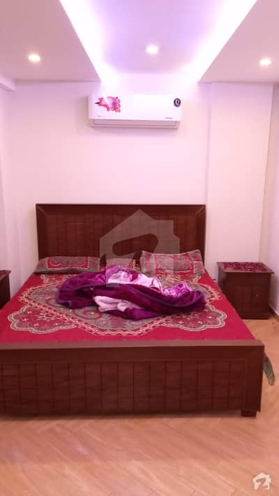 1 BED FURNISHED FLAT WITH TV LOUNGE AVAILABLE IN SECTOR D BAHRIA TOWN LAHORE