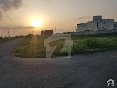 ڈی ایچ اے فیز 3 - بلاک ڈبلیو فیز 3 ڈیفنس (ڈی ایچ اے) لاہور میں 1 کنال رہائشی پلاٹ 1.85 کروڑ میں برائے فروخت۔