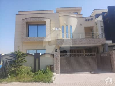 5 bed house for rent front open well maintained near comercial