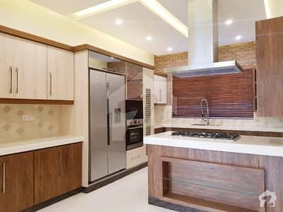 بحریہ ٹاؤن اسلام آباد میں 6 کمروں کا 1 کنال مکان 3.85 کروڑ میں برائے فروخت۔