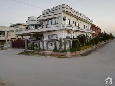 سوان گارڈن اسلام آباد میں 9 کمروں کا 1 کنال مکان 2.7 کروڑ میں برائے فروخت۔