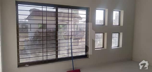 ڈی ایچ اے فیز 2 - سیکٹر ای ڈی ایچ اے ڈیفینس فیز 2 ڈی ایچ اے ڈیفینس اسلام آباد میں 5 کمروں کا 10 مرلہ مکان 95 ہزار میں کرایہ پر دستیاب ہے۔