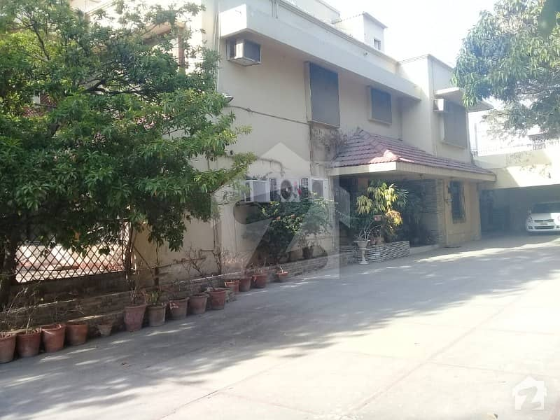 2000 Sq Yards Bunglow For Sale Near Kashmir Road And Sirsyed Road Old Construction 100 Feet Front Size