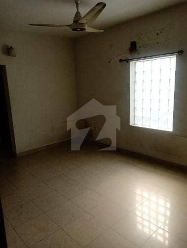 گلبرگ 3 گلبرگ لاہور میں 2 کمروں کا 4 مرلہ بالائی پورشن 40 ہزار میں کرایہ پر دستیاب ہے۔