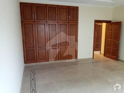 ایف ۔ 10/4 ایف ۔ 10 اسلام آباد میں 9 کمروں کا 2.4 کنال مکان 12 لاکھ میں کرایہ پر دستیاب ہے۔