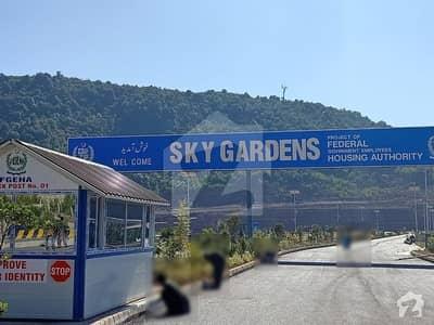 کوممونیرس اسکائی گارڈنز اسلام آباد میں 1 کنال پلاٹ فائل 32 لاکھ میں برائے فروخت۔