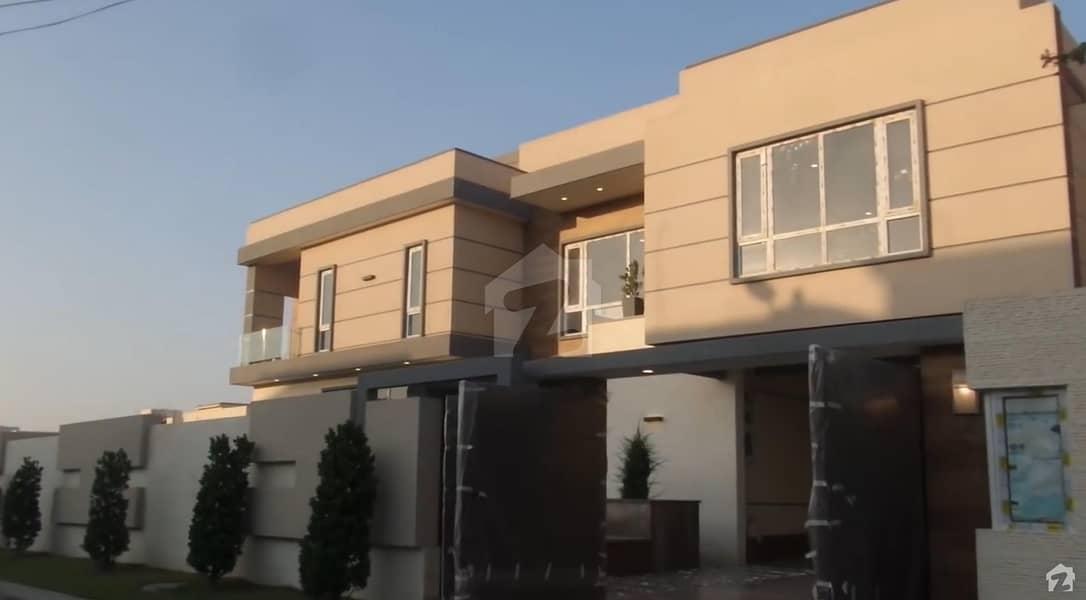 ڈی ایچ اے فیز 8 ڈی ایچ اے کراچی میں 6 کمروں کا 2 کنال مکان 23.5 کروڑ میں برائے فروخت۔