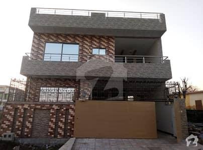جناح گارڈنز فیز 1 جناح گارڈنز ایف ای سی ایچ ایس اسلام آباد میں 4 کمروں کا 8 مرلہ مکان 1.3 کروڑ میں برائے فروخت۔