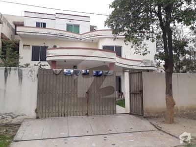 آئی ای پی انجینئرز ٹاؤن - سیکٹر بی آئی ای پی انجینئرز ٹاؤن لاہور میں 7 کمروں کا 1 کنال مکان 2.5 کروڑ میں برائے فروخت۔