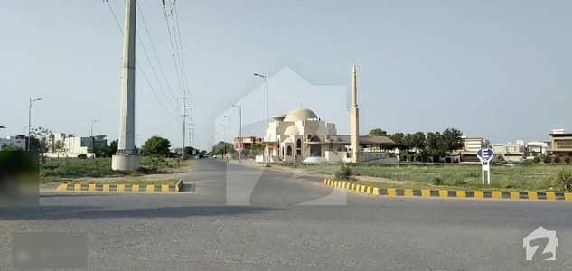 ڈی ایچ اے فیز 4 - بلاک ایفایف فیز 4 ڈیفنس (ڈی ایچ اے) لاہور میں 8 مرلہ کمرشل پلاٹ 18 کروڑ میں برائے فروخت۔