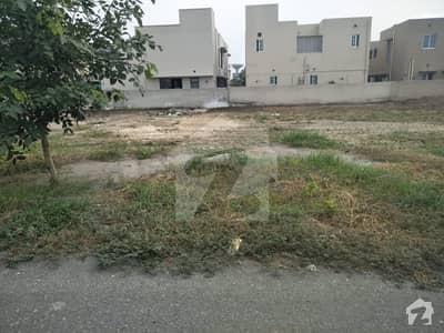 ڈی ایچ اے فیز 3 - بلاک ڈبلیو فیز 3 ڈیفنس (ڈی ایچ اے) لاہور میں 2 کنال رہائشی پلاٹ 8 کروڑ میں برائے فروخت۔