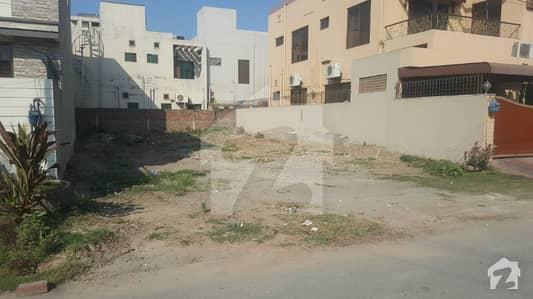 ڈی ایچ اے فیز 8 - بلاک ایل ڈی ایچ اے فیز 8 ڈیفنس (ڈی ایچ اے) لاہور میں 10 مرلہ رہائشی پلاٹ 1.5 کروڑ میں برائے فروخت۔
