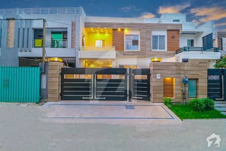 Modern Low Price 10 Marla Luxury House For Sale Near Park